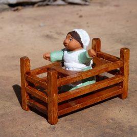 bébé dans un trotteur