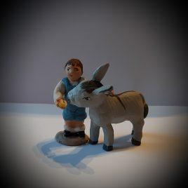 Garçon avec ânon